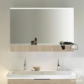 Burgbad Eqio Spiegel mit horizontaler LED-Aufsatzleuchte und Ablage eiche cashmere dekor