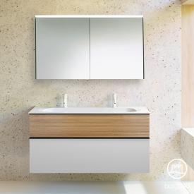 Burgbad Fiumo Badmöbel-Set Doppelwaschtisch mit Waschtischunterschrank und Spiegelschrank Front weiß matt/tectona zimt dekor / Korpus weiß matt, Griffleiste schwarz matt