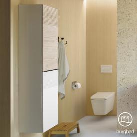 Burgbad Fiumo Hochschrank mit 2 Türen Front weiß matt/eiche cashmere dekor / Korpus weiß matt, Griffleiste schwarz matt