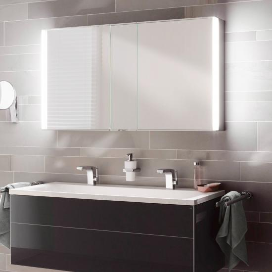 abstand zwischen waschtisch und spiegelschrank. Black Bedroom Furniture Sets. Home Design Ideas